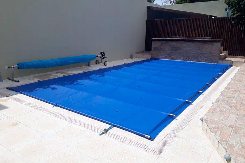 lonas para proteger la piscina